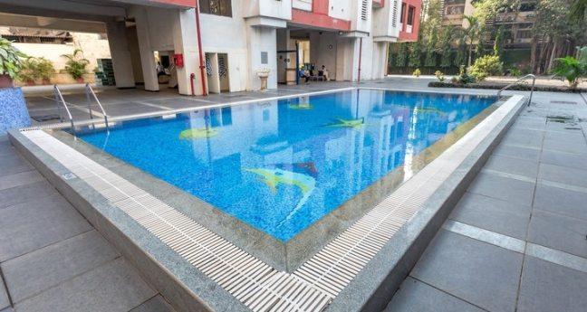 Keys Nestor Hotel: swimming poll in north mumbai