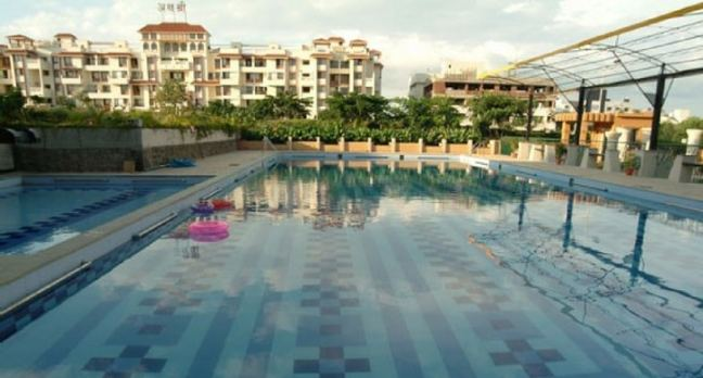 Symphony Club: swimming pool in Pune