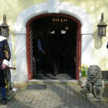 K800_2017 04 02 Wache auf Schloss Sorg