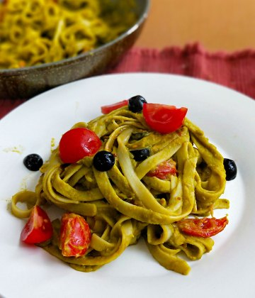 ROASTED BELL PEPPER & SPINACH PASTA