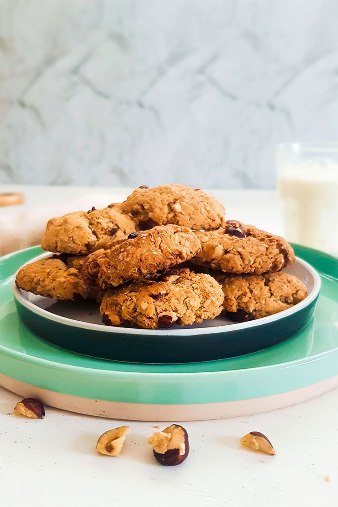 VEGAN OATMEAL PEANUT BUTTER COOKIES SERVED IN PLATE