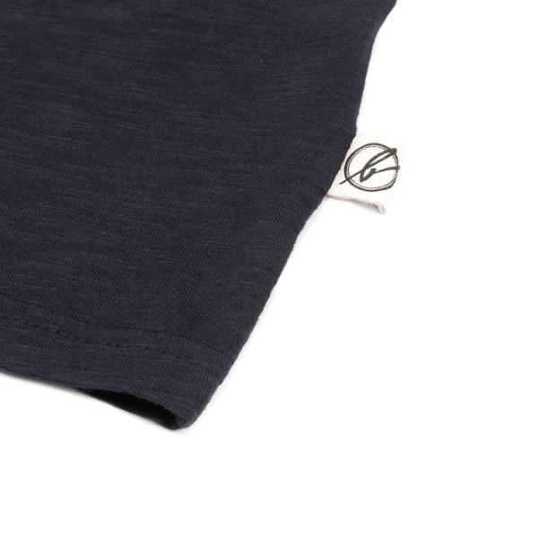 bleed-clothing-802a-basic-v-neck-t-shirt-navy-flame-detail-02