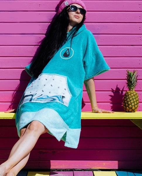 WAVE HAWAII Poncho Liz H (1)