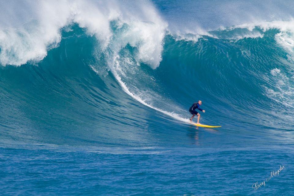 גולש הגלים הישראלי הצעיר בהוואי