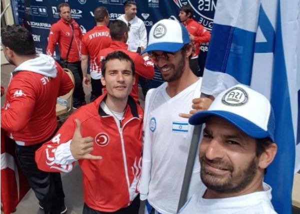 יצאו לדרך, אליפות העולם בגלישת גלים בביאריץ, צרפת