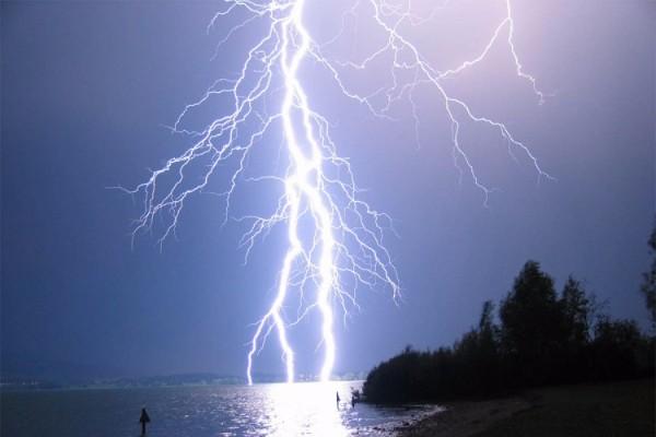 מכה משמיים - גולש גלים נהרג מפגיעת ברק באינדונזיה