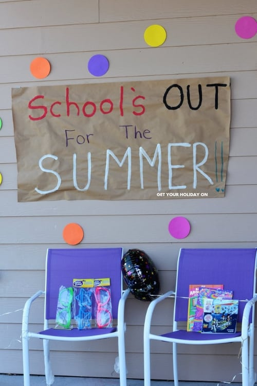 How to make last day of school signs. Find affordable DIY ideas for moms!