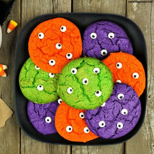 7 Foods to Make Halloween Extra Fun| These cookies are frightfully fun and great for Halloween or party idea!