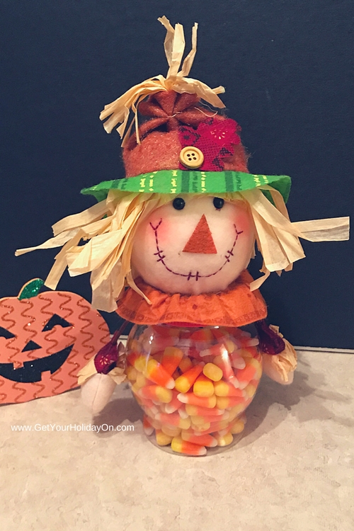 How To Make A Simple & Easy Scarecrow Gift great for a co-worker gift, grandparents day, Halloween, Autumn/Fall gift idea, a birthday gift or more.