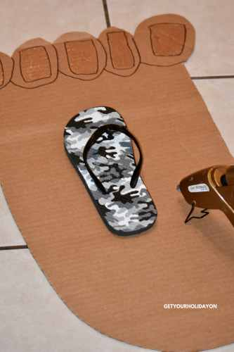 This Minute To Win It Hilarious Bigfoot Game is really easy to play. #make #diycrafts #diycraft #homemade