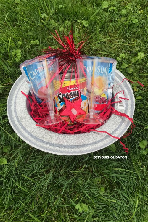 There are so many ideas you could use forPatriotic Party Favors to Make. The last idea for the day that we are bringing to you is geared more towards older teens or adults. It is a family friendly romantic dinner for two. #romance #familyfriendly #partyfavor #giftbasket