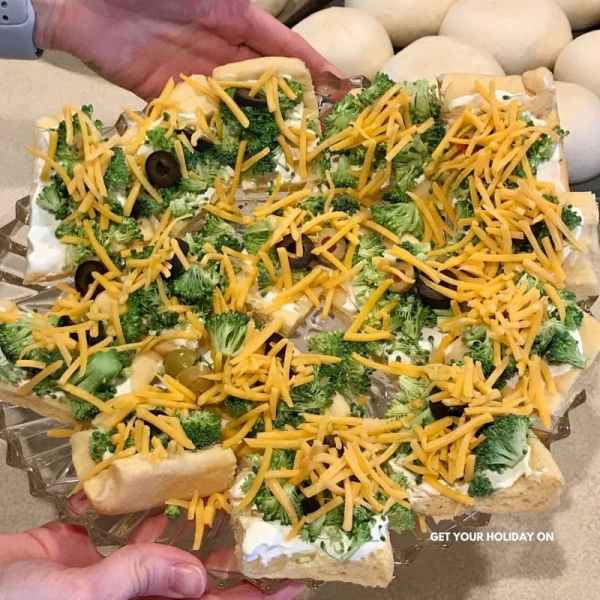 Cold Veggie Pizza an old school healthy classic appetizer perfect for any side dish. #veggiepizza #pizza #appetizer #sidedish