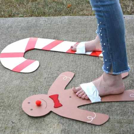 gingerbread craft for kids that you can wear for Christmas!