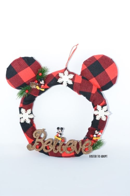 Sharing a Mickey Mouse wreath that was made DIY. Using material, ribbon, hot glue, and season decor.