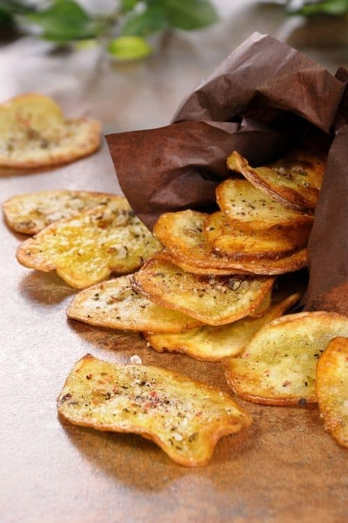 Learn how to make homemade potato chips with this unique recipes roundup. Potatoes with seasoning that will entice your tastebuds.