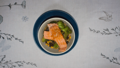 Zalm in saffraan bouillon