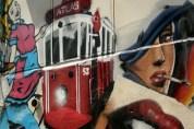 Beyoğlu arka sokaklarında grafitti kapılar..