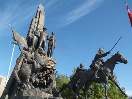 Atatürk Ve Kurtuluş Anıtı