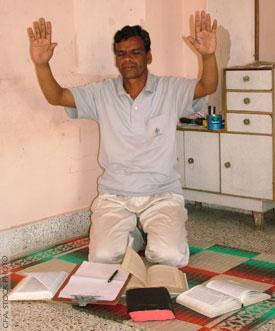 Nem mindig tárt karokkal fogadják a misszionáriusokat, de kitartó és odaszánt imádkozás által gyakran hihetetlen áttörét tapasztalnak meg