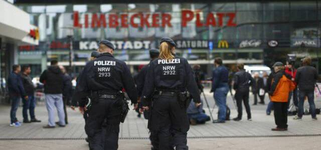 German authorities hunts possible Islamic State contacts of mall attack plotter