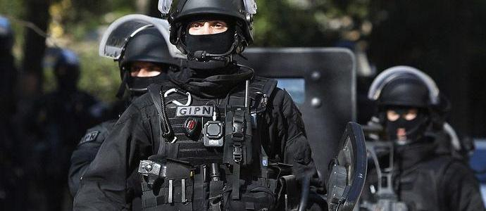 French authorities are searching for three men suspected in Paris train station attack plot