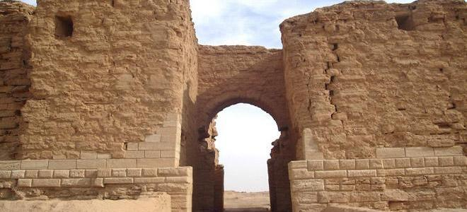 ISIS destroys archeological statues and artifacts in Dura-Europos site in Deir Ezzor