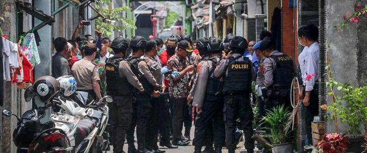 Police forces raided six suspected terrorists houses in Cirebon