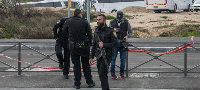 Police officer stabbed by terrorist in Jerusalem