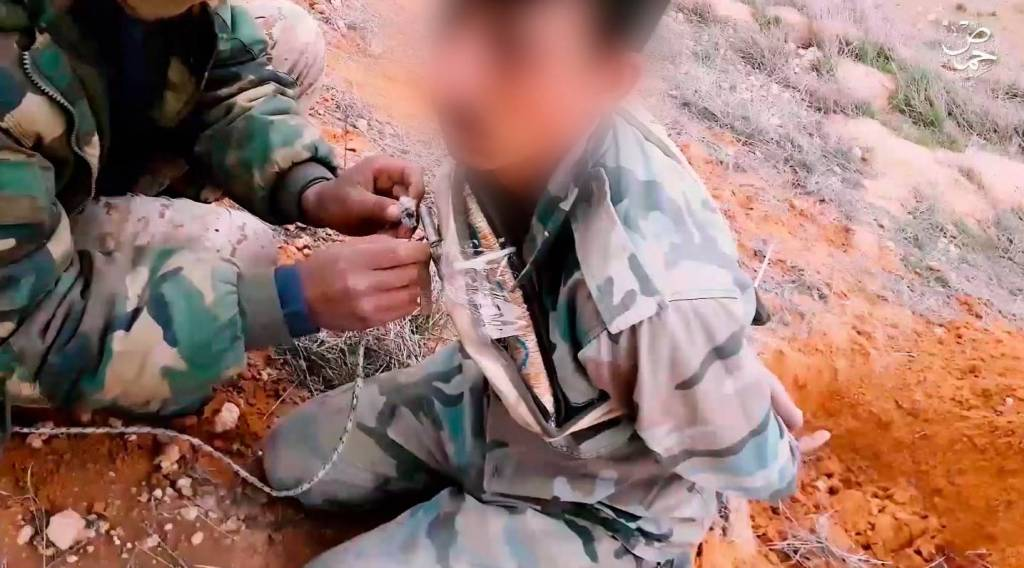 GFATF - LLL - Islamic State terrorists force Syrian soldier to dig his own grave before blowing him up with bomb 1