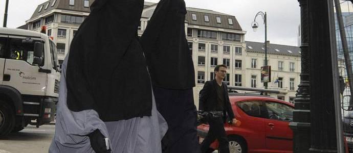 Should Islamic State jihadi brides be welcomed back?