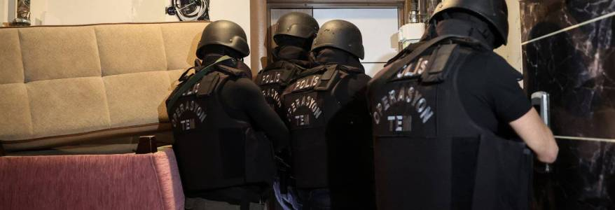Turkish police detained eighteen Islamic State-linked suspects in counterterrorism raids in Istanbul
