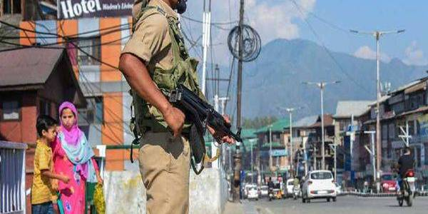 Seven Hizbul terrorist associates detained by the security forces in Shopian