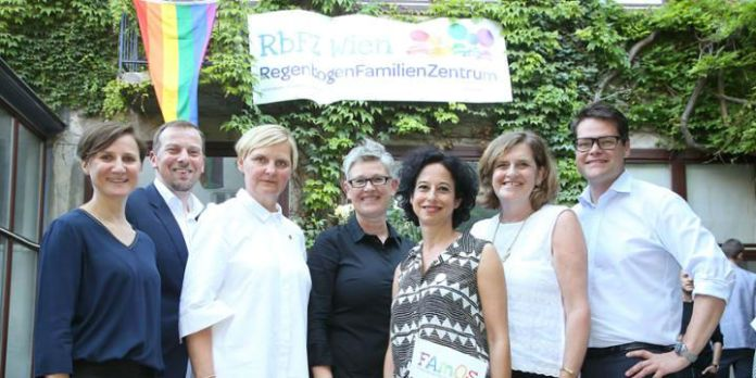 Eröffnung Regenbogenfamilienzentrum