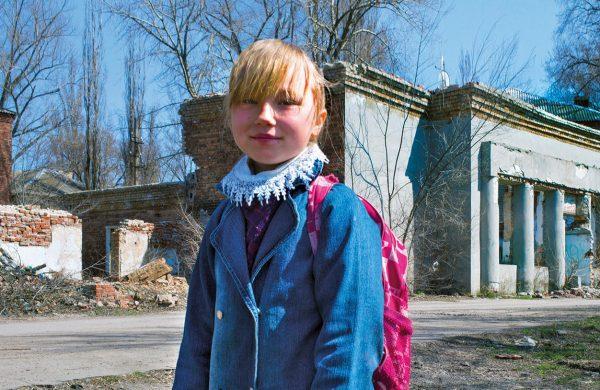 Der Schulweg führt vorbei an – möglicherweise verminten – Ruinen