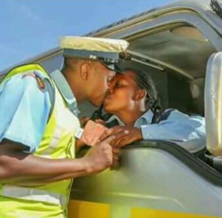 Police Offiicer caught making out with a female driver