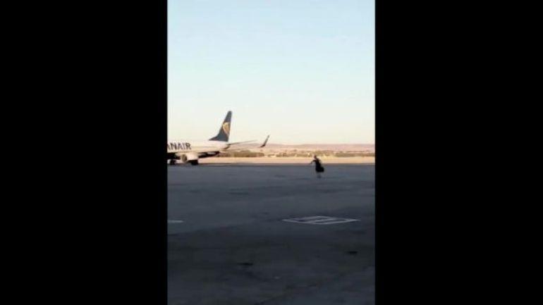 man-runs-airport