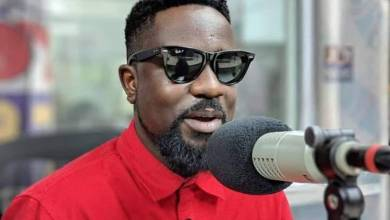 Photo of Sarkodie Humiliated By Fan Who Called Him Stingy During A Video Shoot With R2bees (Video Here)