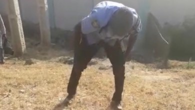 Drunk Policeman's Rifle Seize By Passers By - Video Will Shock U
