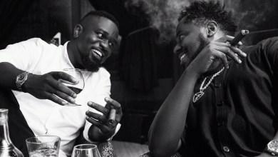 Photo of Sarkodie Unlock More Photos Enjoying Cigar Like Nobody Business – Watch