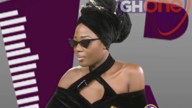 Photo of Uncontrollable tears as Efya weeps for Ebony