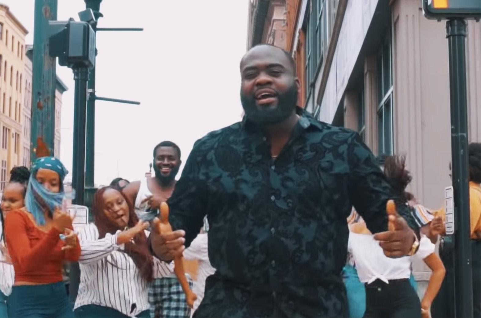 Video: We Praise U by Nana Abayie