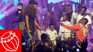Video: Shatta Wale proposes to Shatta Michy on stage