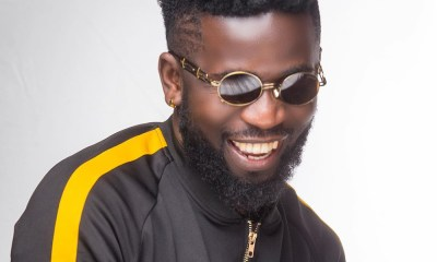 Bisa Kdei performs for Otumfuor Osei Tutu II at his 20 years celebration dinner