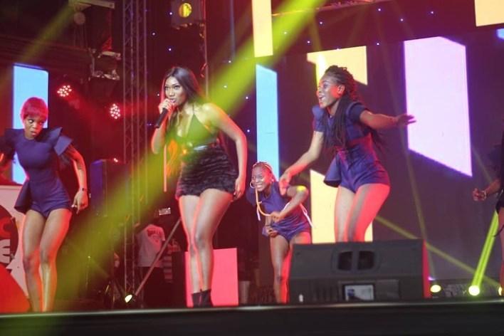 Wendy Shay rocks MMC Live, Apedwa Festival in one Night