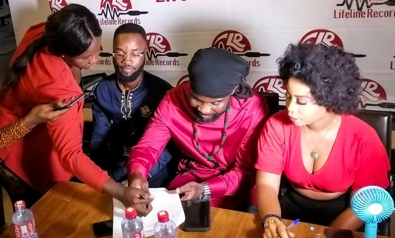 Photo of Abochi and Dede Supa sign 5-year deal with LifeLine Records