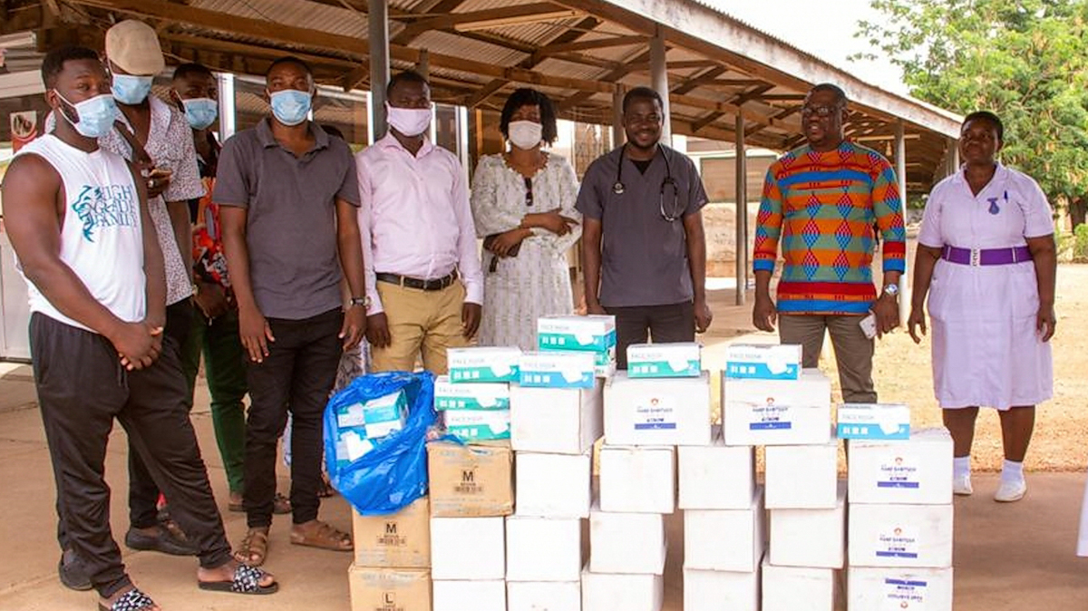 Samini donates to Wa Government Hospital in support of fight against COVID-19