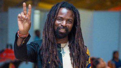 Rocky Dawuni celebrates Ras Kuuku and J. Derobie