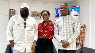 Photo of Stonebwoy & wife foster peace with Angelo