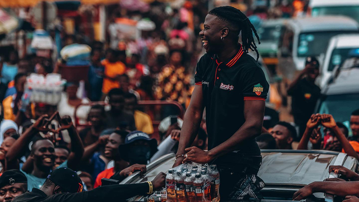 Stonebwoy storms Ashaiman after Big Boss energy drink factory tour