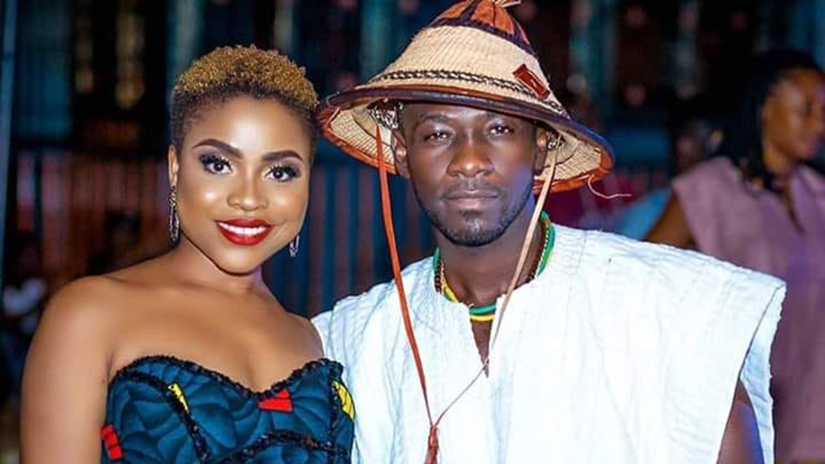 Okyeame Kwame spotted inside Lynx Ent. Studios with Adina; another monster hit single cooking?